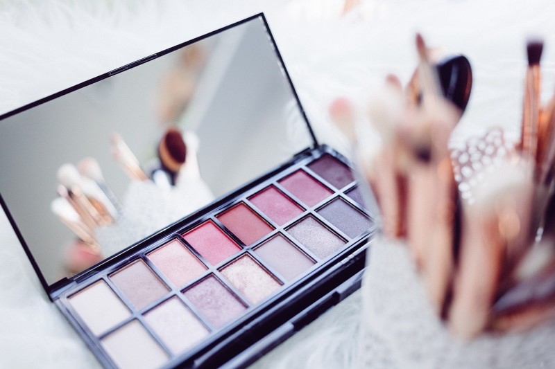 Toxic Makeup Ingredients to Avoid | Simon Wellness Consulting